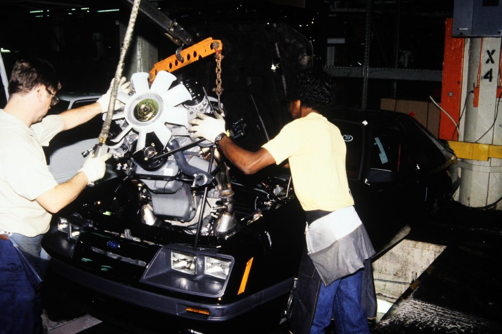 29-1986-ford-mustang-engine